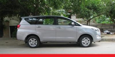 Thuê xe tự lái giá rẻ 7 chỗ Toyota Innova Đà Nẵng