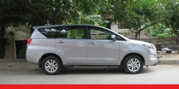 Thuê xe tự lái giá rẻ 7 chỗ Toyota Innova