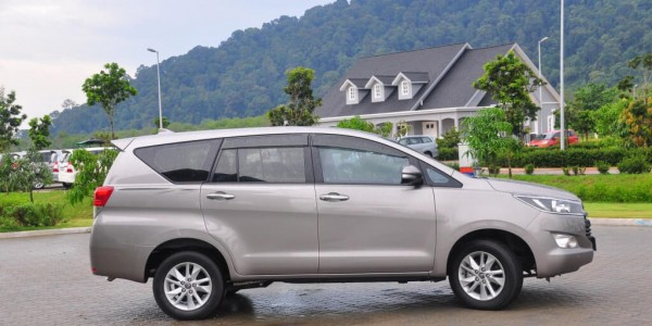 Thuê xe du lịch 7 chỗ Toyota Innova ở Đà Nẵng