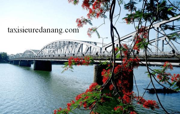 Cầu Tràng Tiền – biểu tượng thành phố Huế thơ mộng