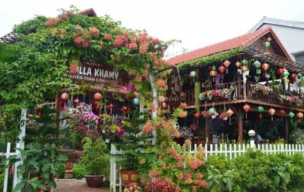 """Kha My – café """"vườn hoa treo"""" Hội An đẹp bất ngờ"""